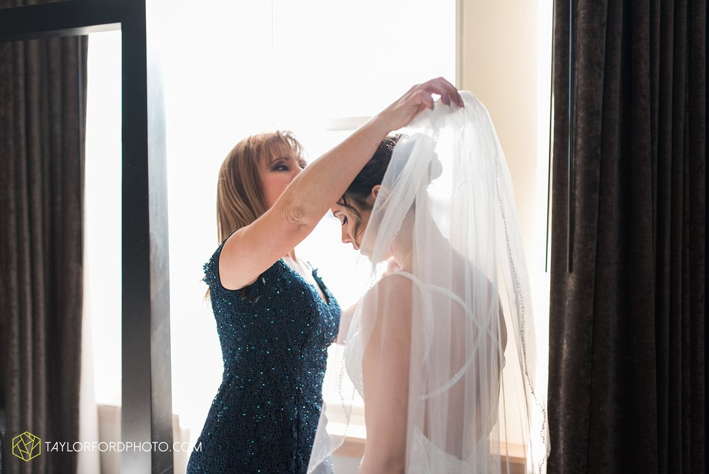 cincinnati-ohio-covington-kentucky-wedding-photographer-the-madison-event-center-the-covington-hotel-pramuk-Taylor-Ford-Photography_6320.jpg