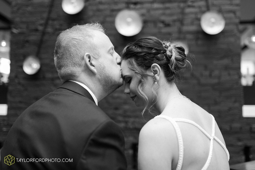 cincinnati-ohio-covington-kentucky-wedding-photographer-the-madison-event-center-the-covington-hotel-pramuk-Taylor-Ford-Photography_6339.jpg