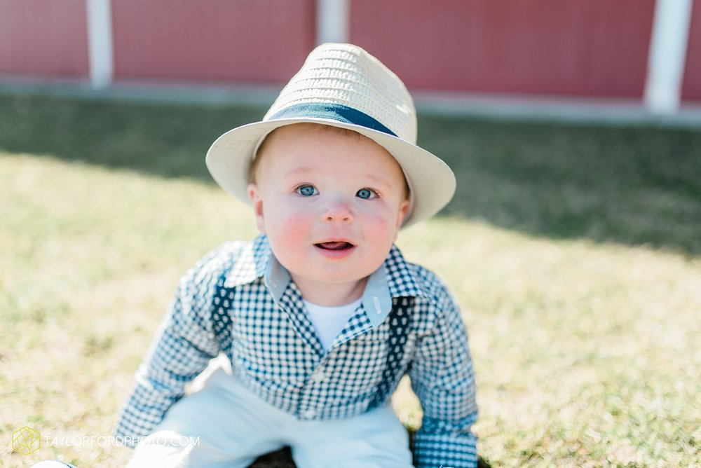 fort-wayne-indiana-child-photographer-6-months-solomon-farm-park-Taylor-Ford-Photography_6488.jpg