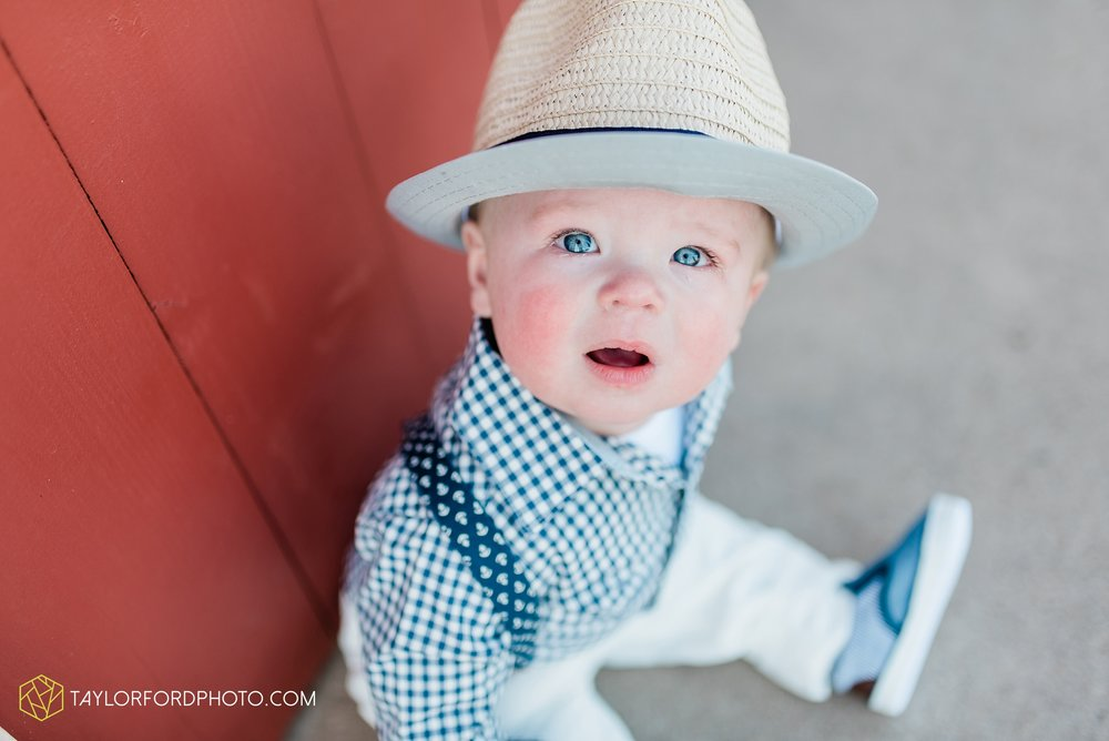fort-wayne-indiana-child-photographer-6-months-solomon-farm-park-Taylor-Ford-Photography_6492.jpg