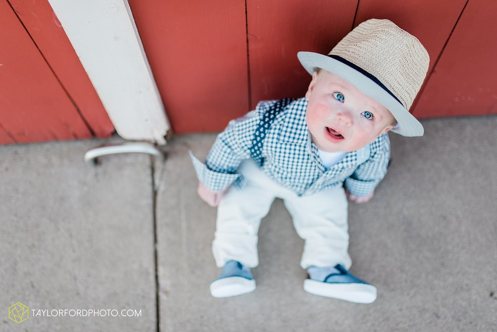 fort-wayne-indiana-child-photographer-6-months-solomon-farm-park-Taylor-Ford-Photography_6493.jpg