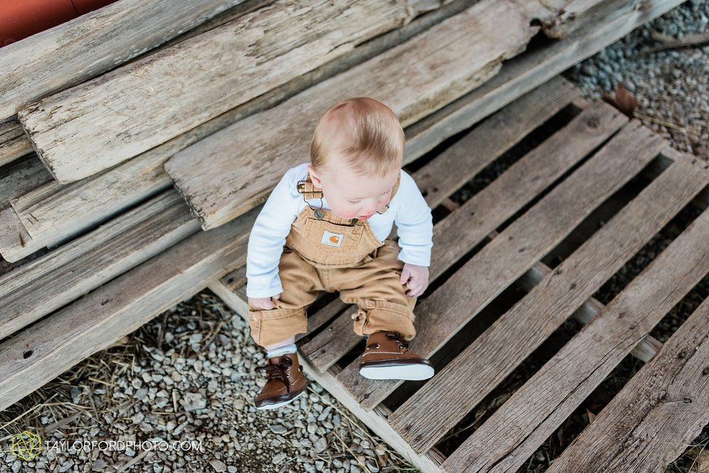 fort-wayne-indiana-child-photographer-6-months-solomon-farm-park-Taylor-Ford-Photography_6496.jpg