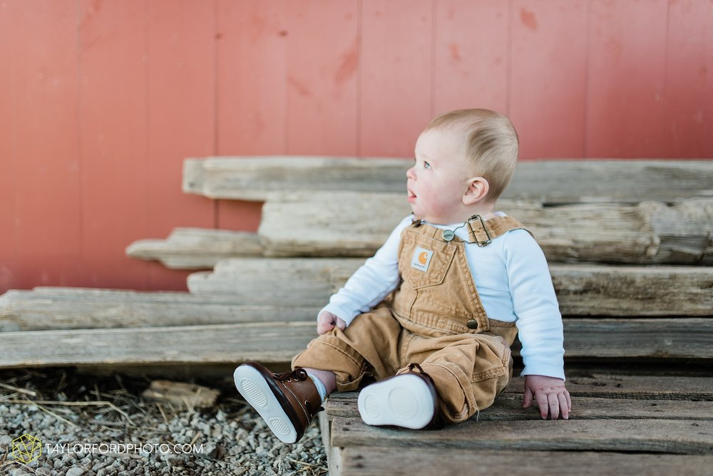 fort-wayne-indiana-child-photographer-6-months-solomon-farm-park-Taylor-Ford-Photography_6498.jpg