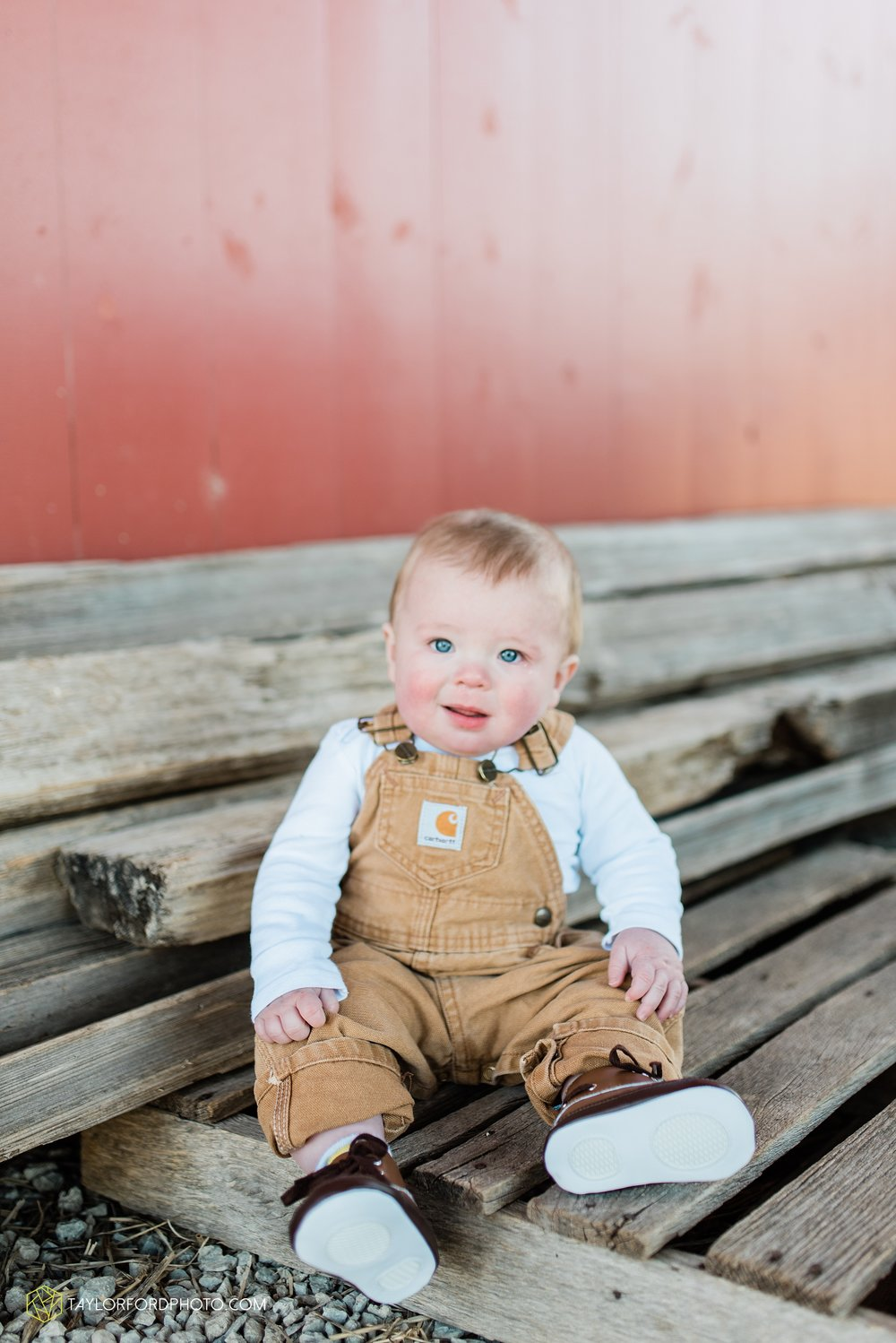 fort-wayne-indiana-child-photographer-6-months-solomon-farm-park-Taylor-Ford-Photography_6497.jpg