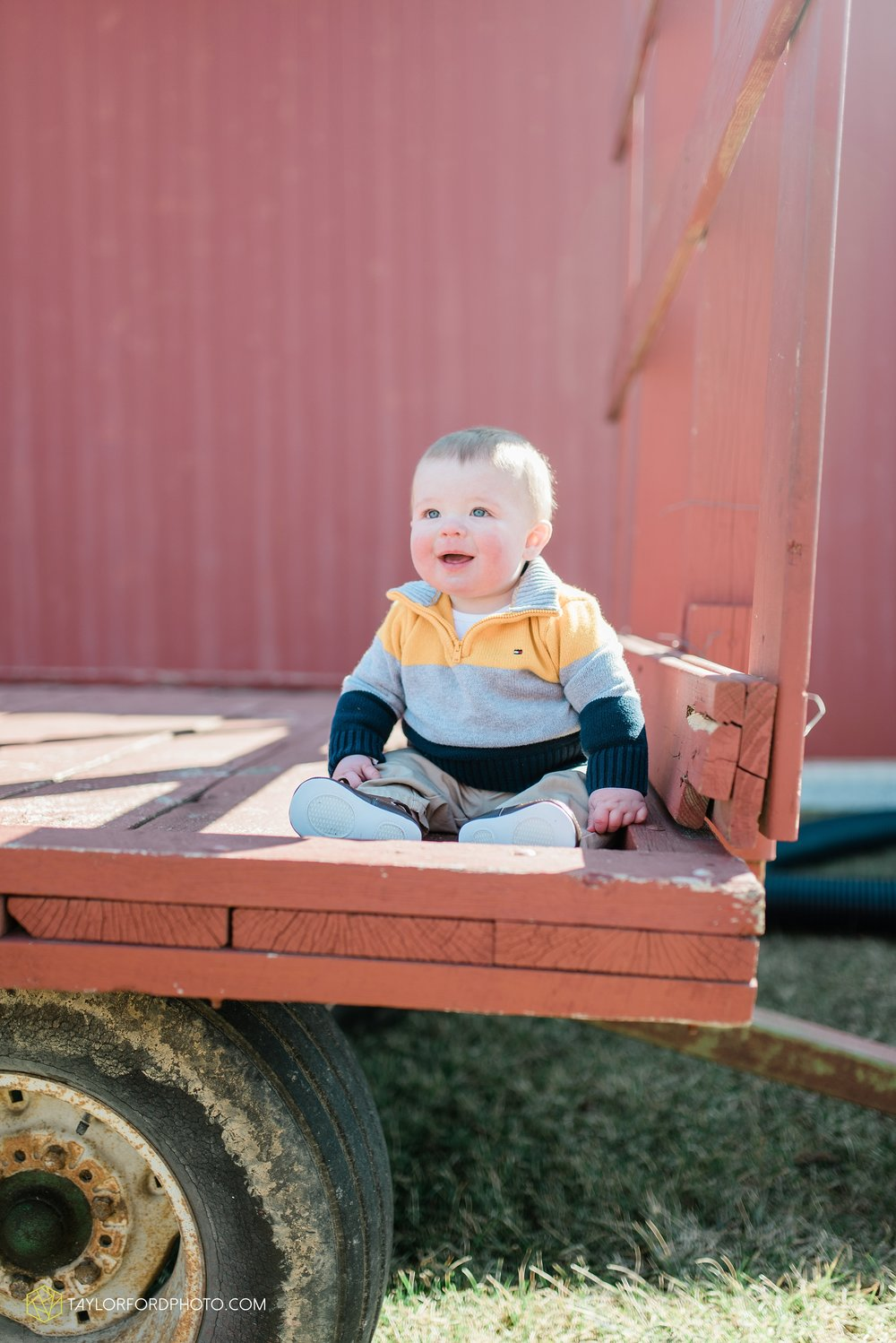fort-wayne-indiana-child-photographer-6-months-solomon-farm-park-Taylor-Ford-Photography_6505.jpg