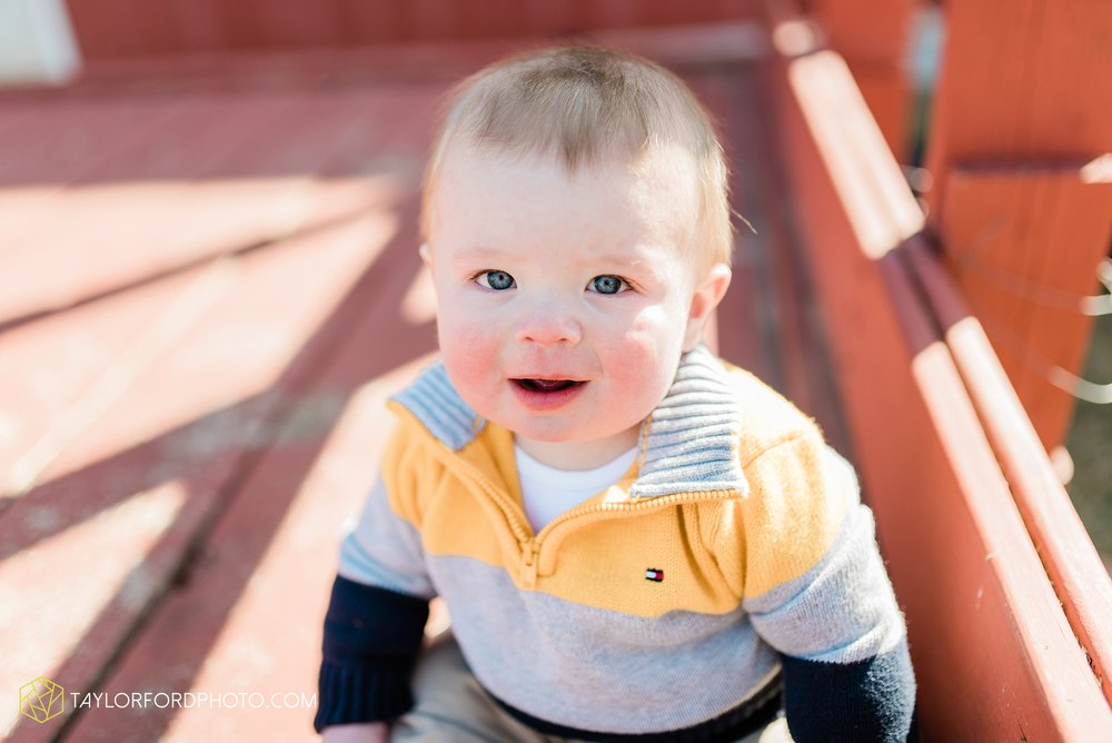 fort-wayne-indiana-child-photographer-6-months-solomon-farm-park-Taylor-Ford-Photography_6506.jpg