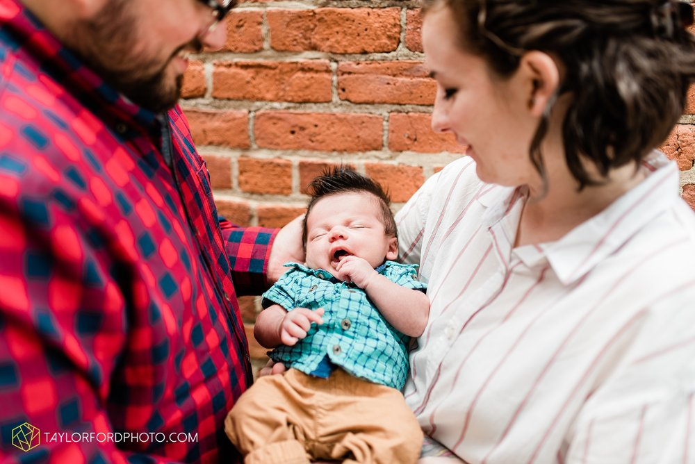 downtown-fort-wayne-indiana-newborn-photographer-Taylor-Ford-Photography_7061.jpg