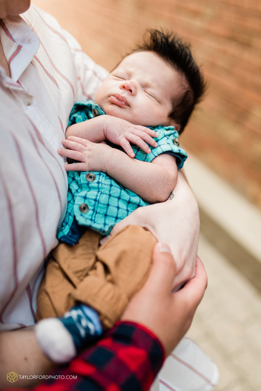 downtown-fort-wayne-indiana-newborn-photographer-Taylor-Ford-Photography_7065.jpg
