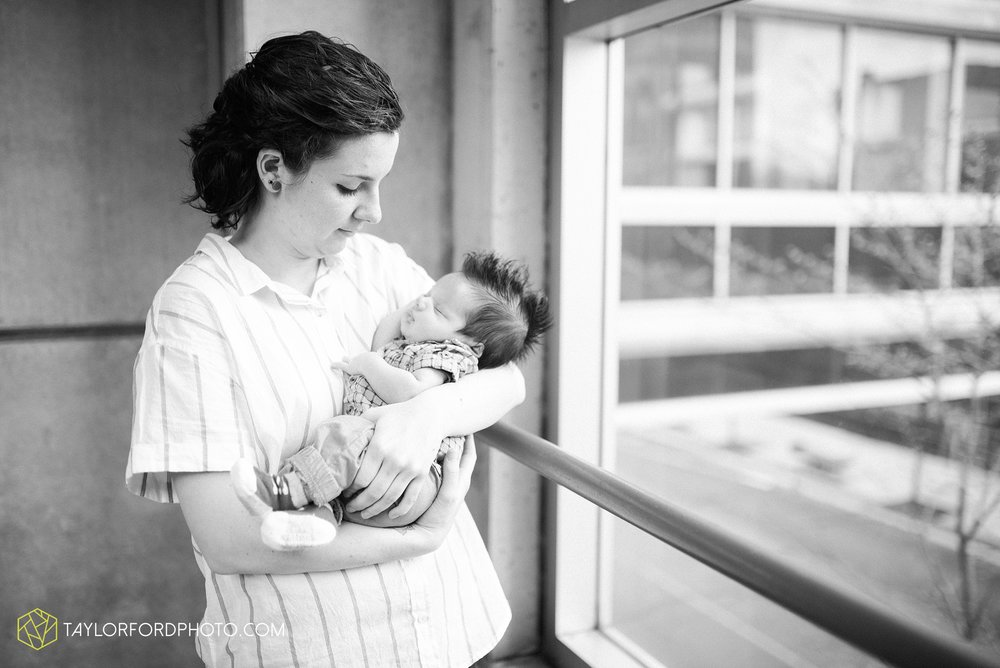 downtown-fort-wayne-indiana-newborn-photographer-Taylor-Ford-Photography_7069.jpg