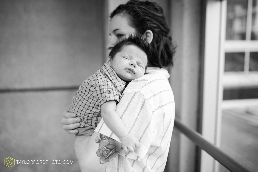 downtown-fort-wayne-indiana-newborn-photographer-Taylor-Ford-Photography_7071.jpg