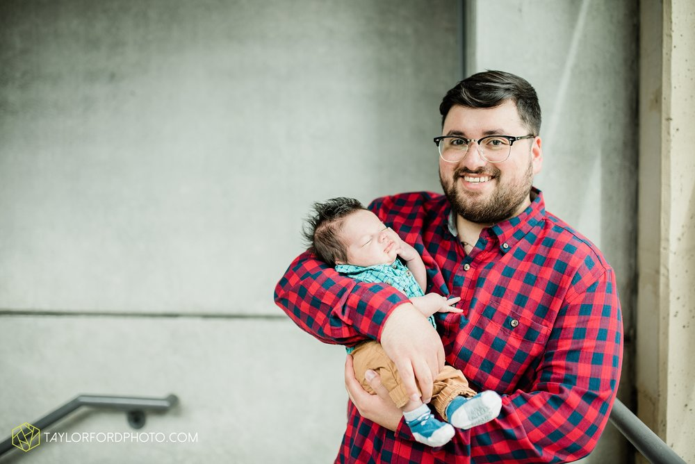 downtown-fort-wayne-indiana-newborn-photographer-Taylor-Ford-Photography_7072.jpg