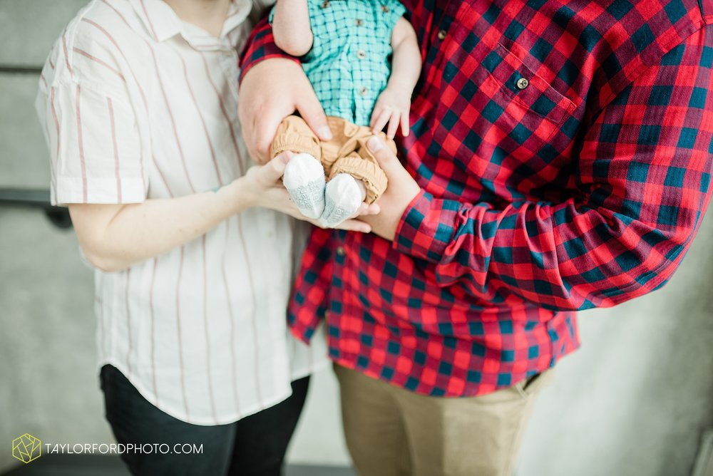 downtown-fort-wayne-indiana-newborn-photographer-Taylor-Ford-Photography_7073.jpg