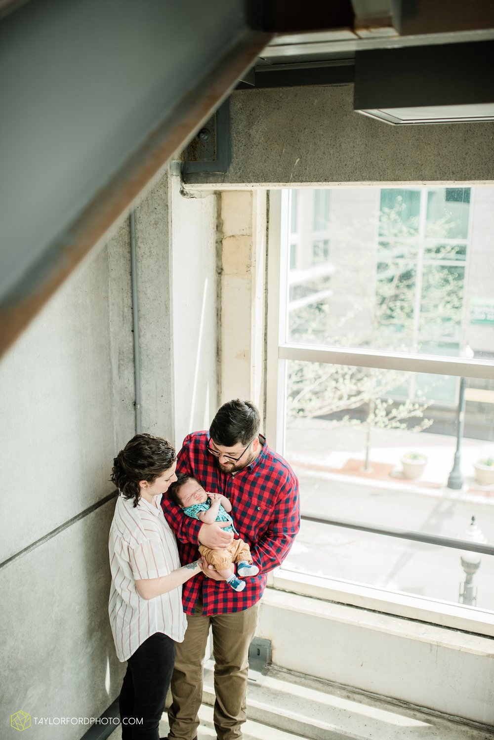 downtown-fort-wayne-indiana-newborn-photographer-Taylor-Ford-Photography_7075.jpg
