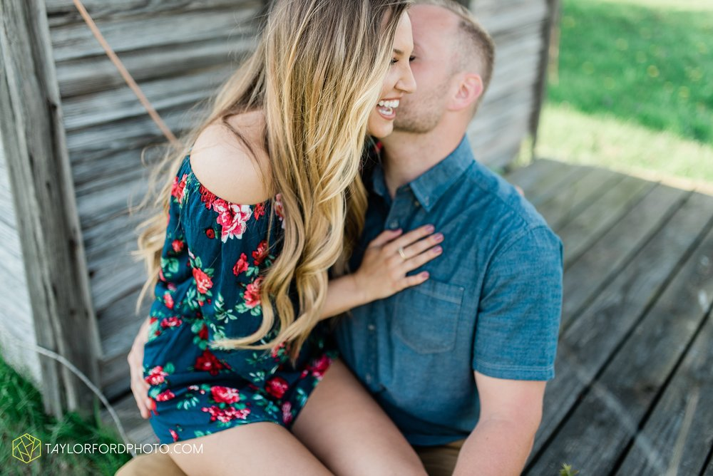 van-wert-ohio-spring-farm-engagement-photographer-photographer-Taylor-Ford-Photography_7094.jpg