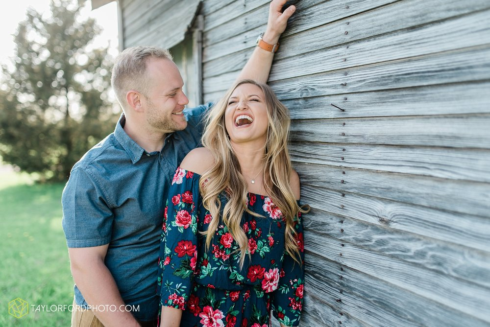 van-wert-ohio-spring-farm-engagement-photographer-photographer-Taylor-Ford-Photography_7096.jpg