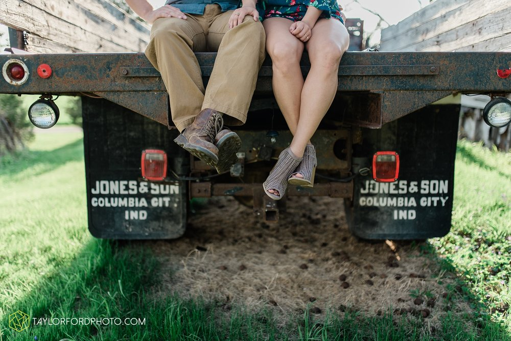 van-wert-ohio-spring-farm-engagement-photographer-photographer-Taylor-Ford-Photography_7097.jpg