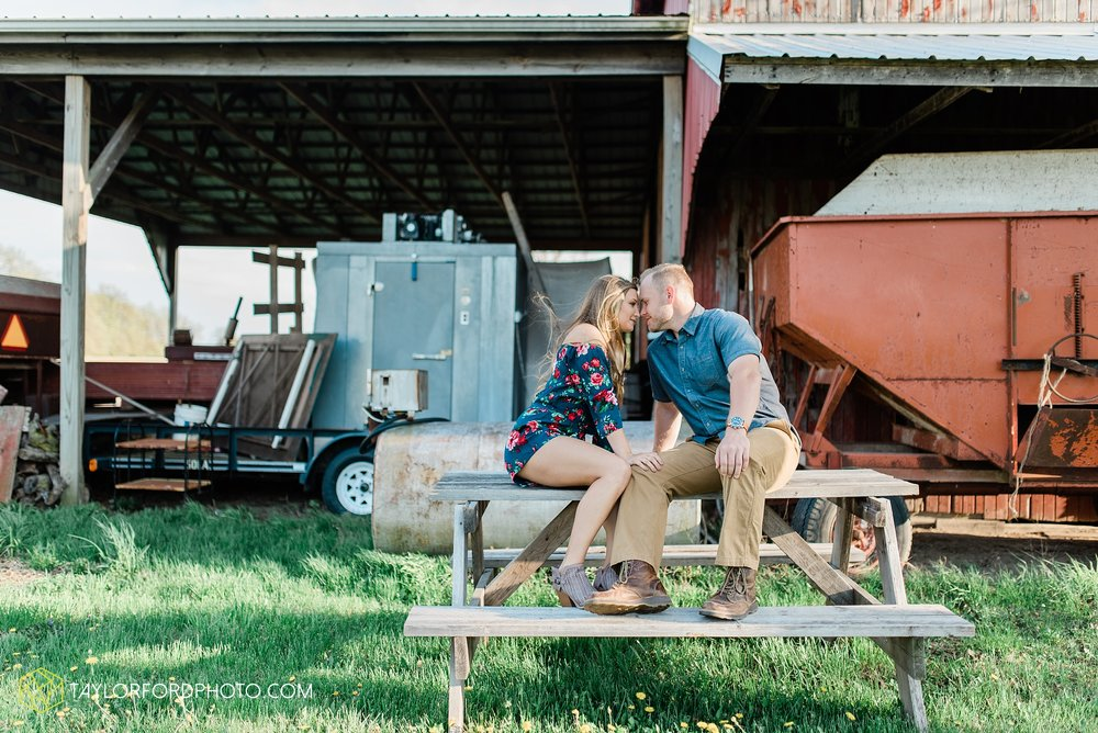 van-wert-ohio-spring-farm-engagement-photographer-photographer-Taylor-Ford-Photography_7099.jpg