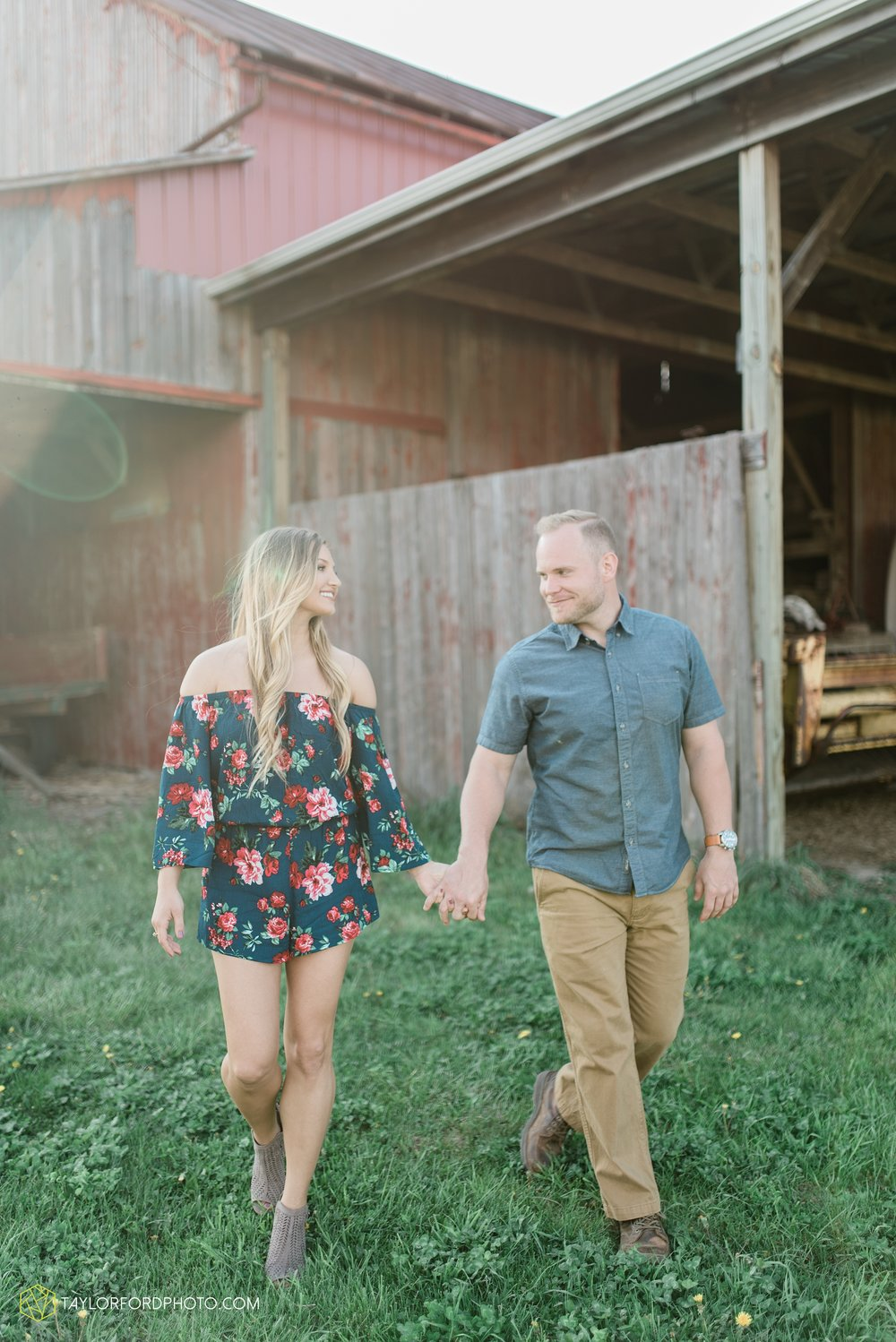 van-wert-ohio-spring-farm-engagement-photographer-photographer-Taylor-Ford-Photography_7098.jpg