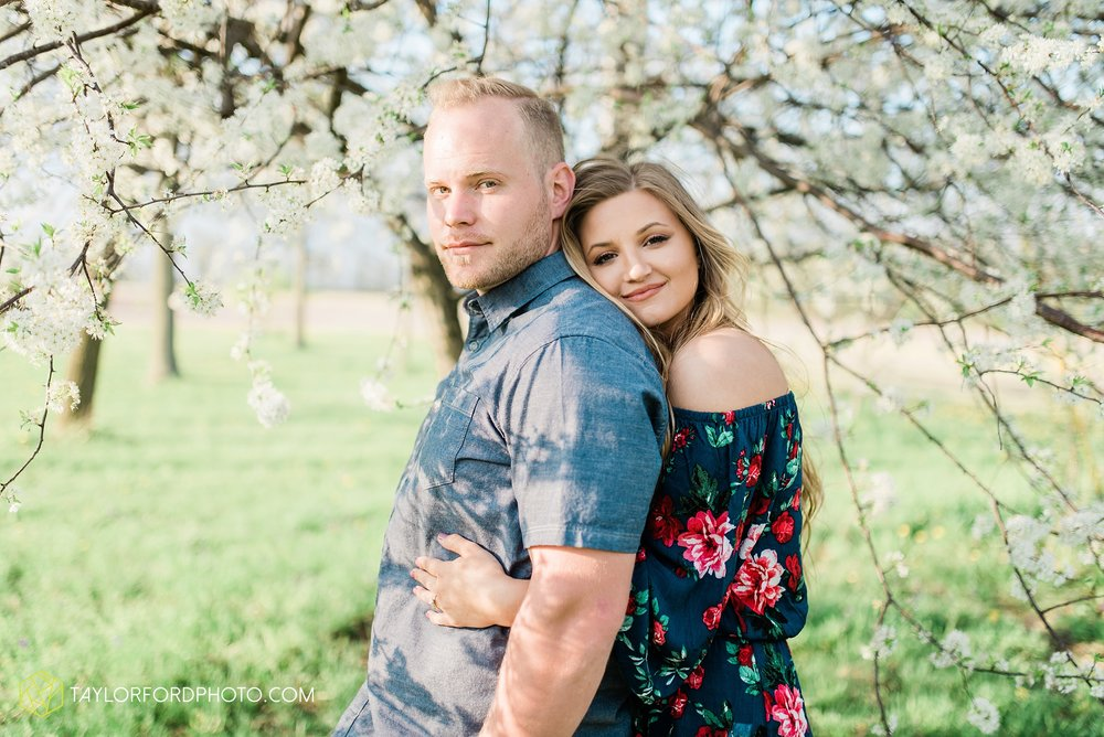 van-wert-ohio-spring-farm-engagement-photographer-photographer-Taylor-Ford-Photography_7102.jpg