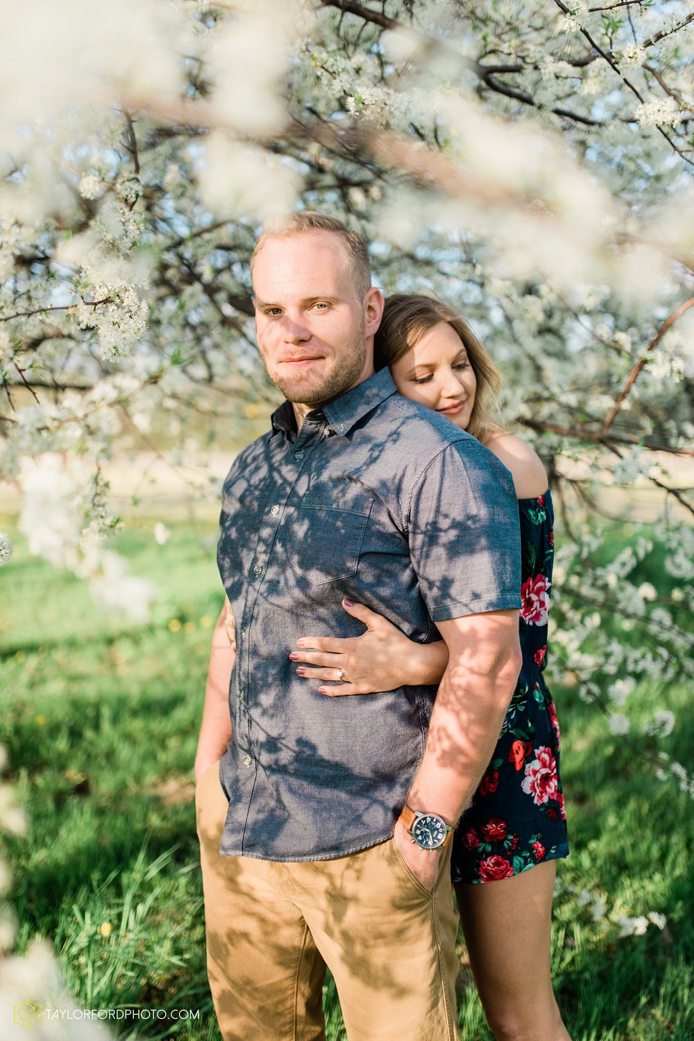 van-wert-ohio-spring-farm-engagement-photographer-photographer-Taylor-Ford-Photography_7104.jpg