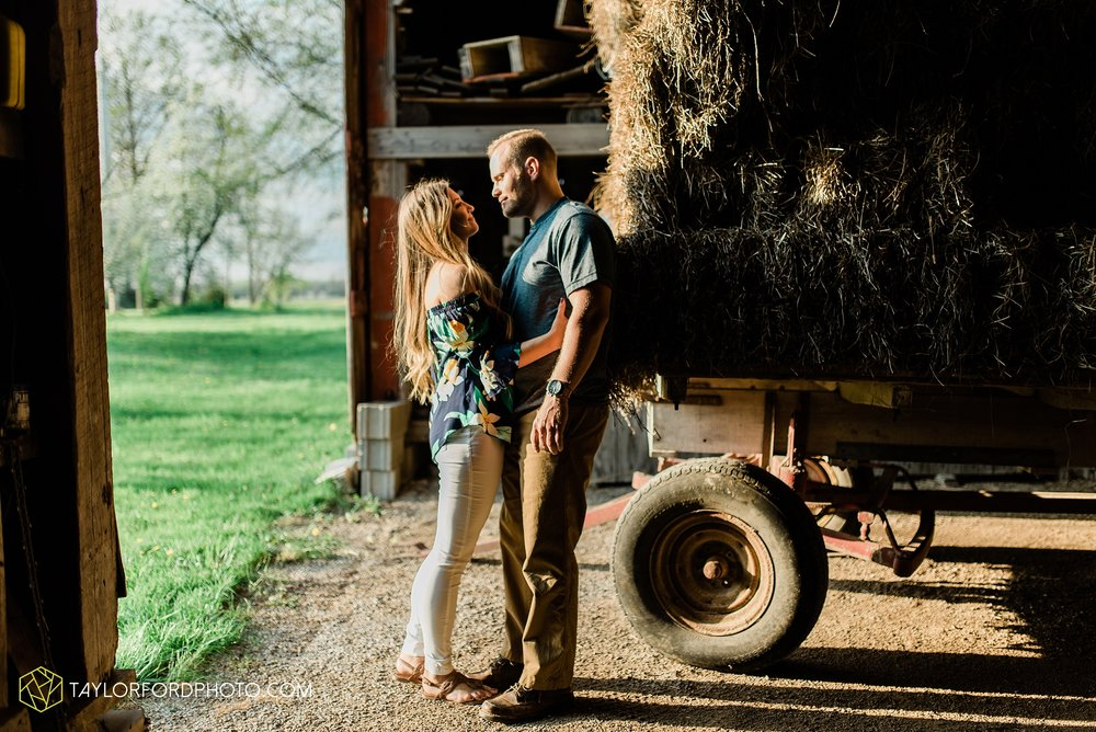 van-wert-ohio-spring-farm-engagement-photographer-photographer-Taylor-Ford-Photography_7105.jpg