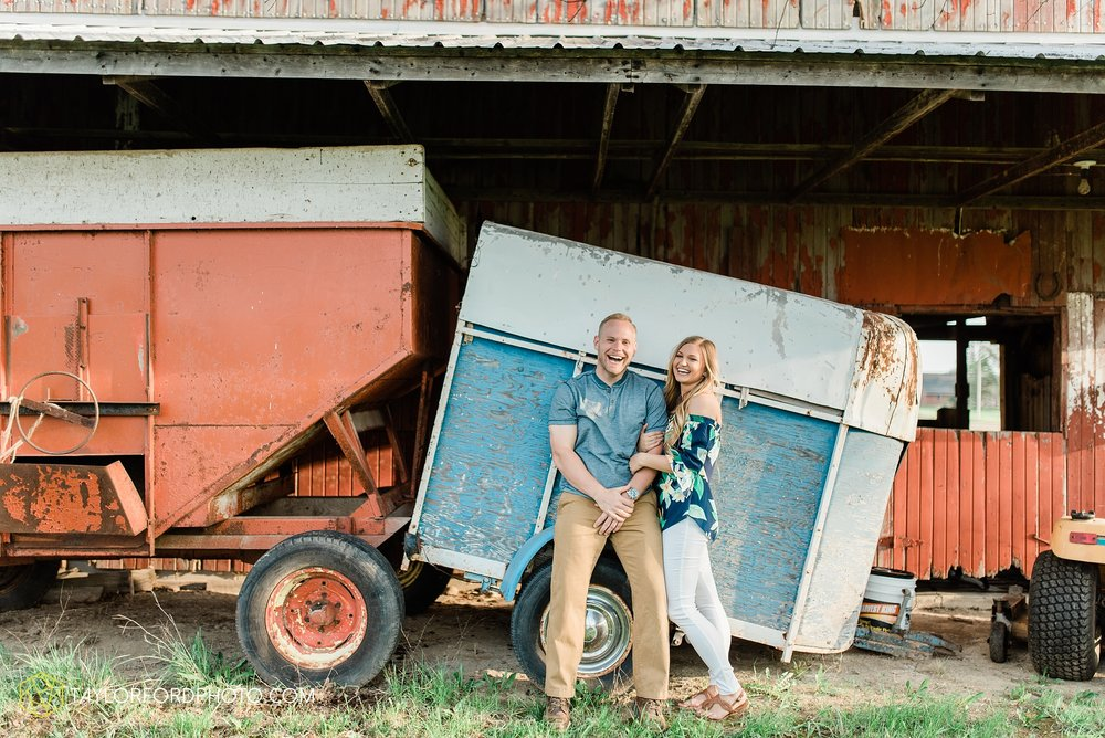van-wert-ohio-spring-farm-engagement-photographer-photographer-Taylor-Ford-Photography_7107.jpg