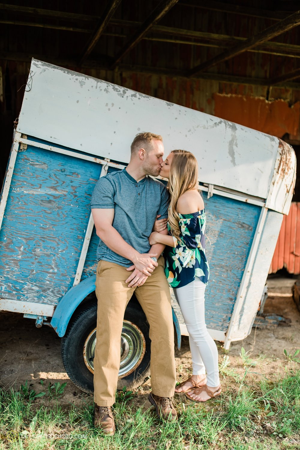 van-wert-ohio-spring-farm-engagement-photographer-photographer-Taylor-Ford-Photography_7108.jpg