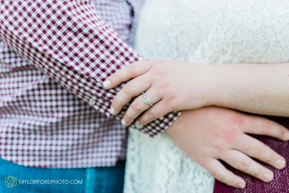 downtown-ipfw-fort-wayne-indiana-engagement-photographer-Taylor-Ford-Photography_7489.jpg