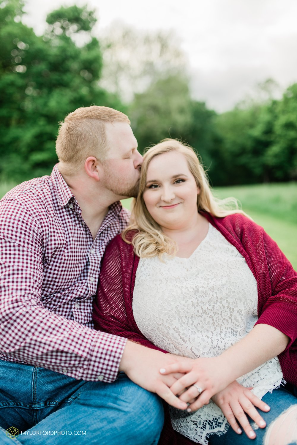 downtown-ipfw-fort-wayne-indiana-engagement-photographer-Taylor-Ford-Photography_7499.jpg