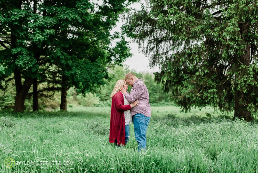 downtown-ipfw-fort-wayne-indiana-engagement-photographer-Taylor-Ford-Photography_7503.jpg