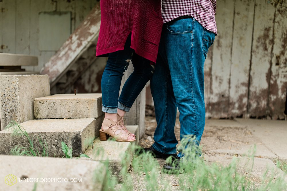 downtown-ipfw-fort-wayne-indiana-engagement-photographer-Taylor-Ford-Photography_7507.jpg