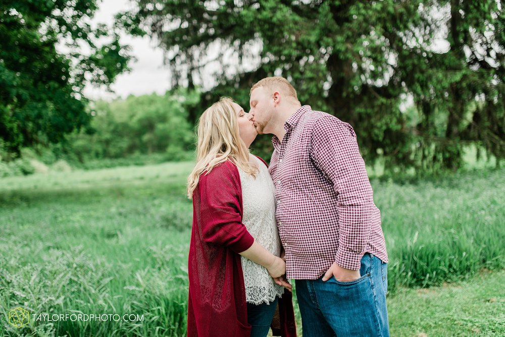 downtown-ipfw-fort-wayne-indiana-engagement-photographer-Taylor-Ford-Photography_7506.jpg