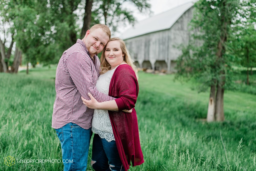 downtown-ipfw-fort-wayne-indiana-engagement-photographer-Taylor-Ford-Photography_7511.jpg