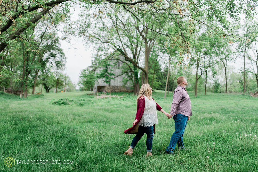 downtown-ipfw-fort-wayne-indiana-engagement-photographer-Taylor-Ford-Photography_7512.jpg