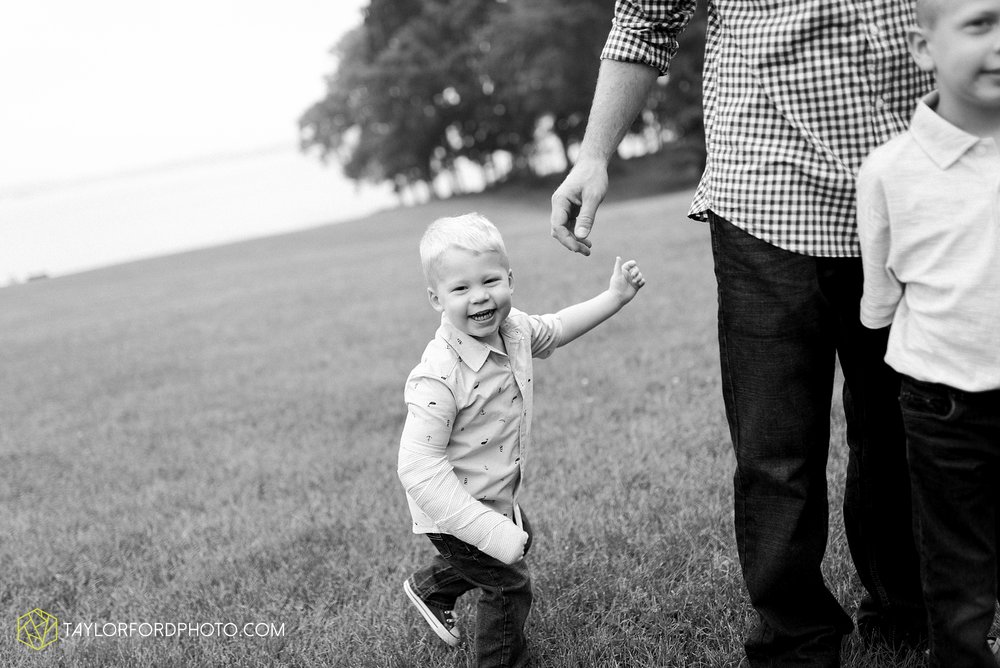 pokagon-state-park-angola-indiana-family-photographer-Taylor-Ford-Photography_8118.jpg