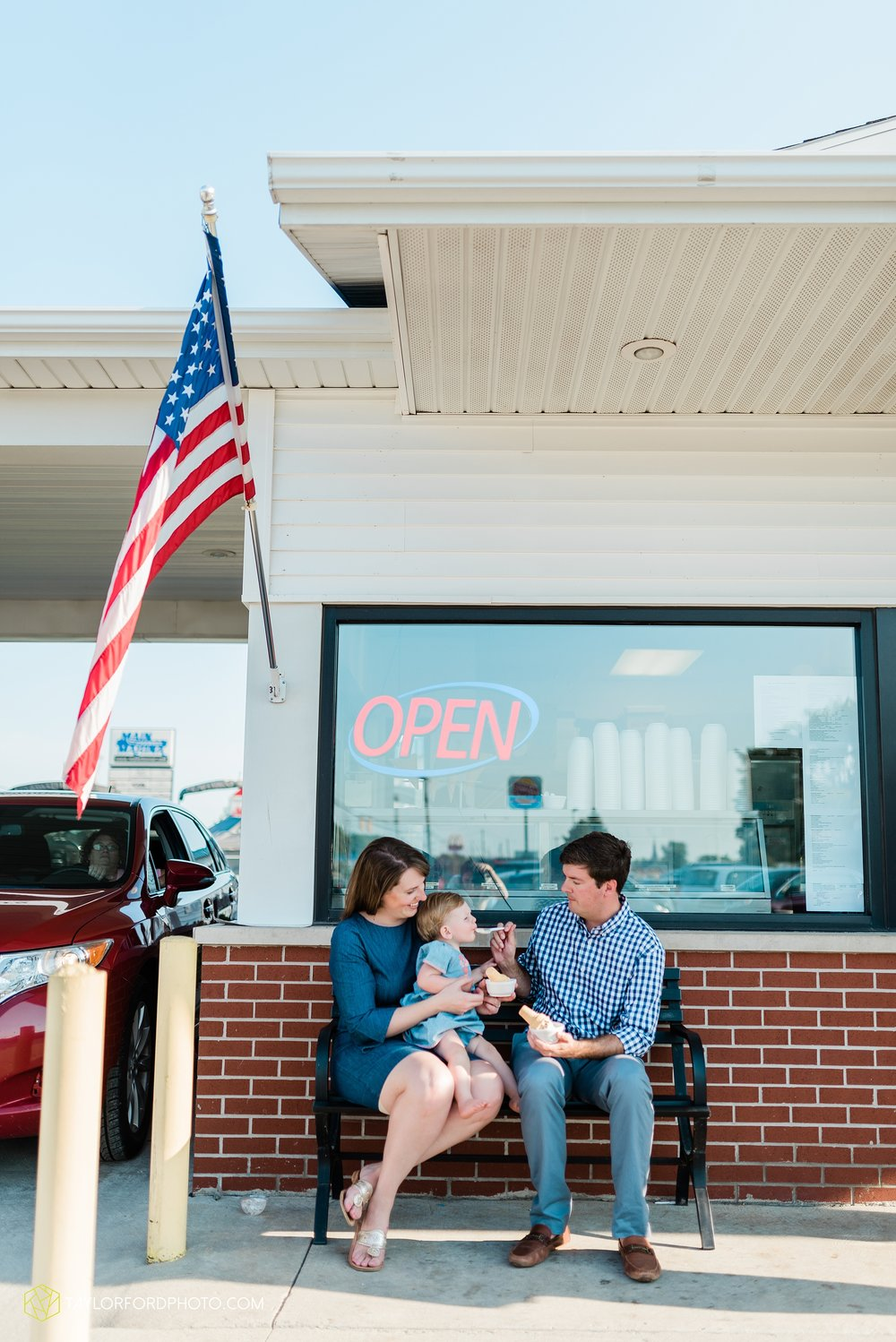 the-harrelsons-lake-wawasee-syracuse-indiana-lakeside-park-joes-ice-cream-supreme-family-photographer-taylor-ford-photographer_9133.jpg