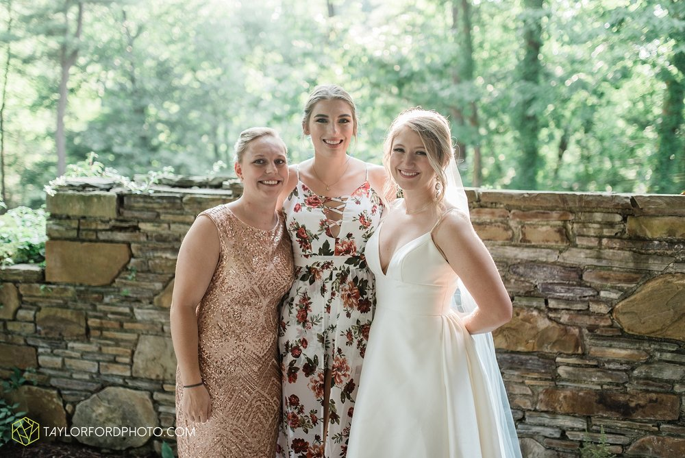 margot-may-evan-kohler-club-at-hillbrook-cleveland-chagrin-falls-outdoor-wedding-bhldn-gardenview-flowers-toledo-photographer-taylor-ford-photographer_9608.jpg