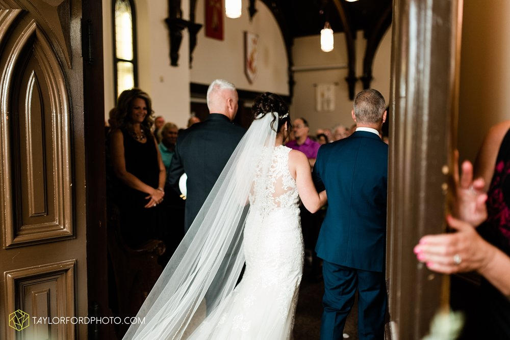 van-wert-ohio-first-united-methodist-church-county-dairy-barn-wedding-photographer-taylor-ford-photography_9827.jpg
