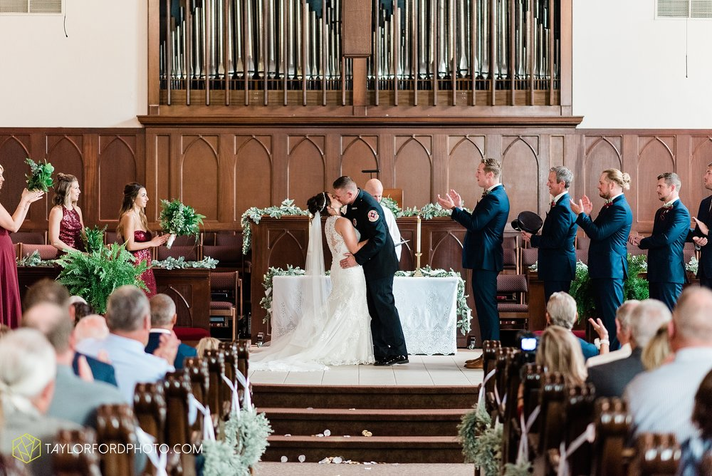 van-wert-ohio-first-united-methodist-church-county-dairy-barn-wedding-photographer-taylor-ford-photography_9835.jpg