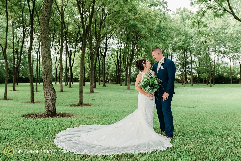 van-wert-ohio-first-united-methodist-church-county-dairy-barn-wedding-photographer-taylor-ford-photography_9855.jpg