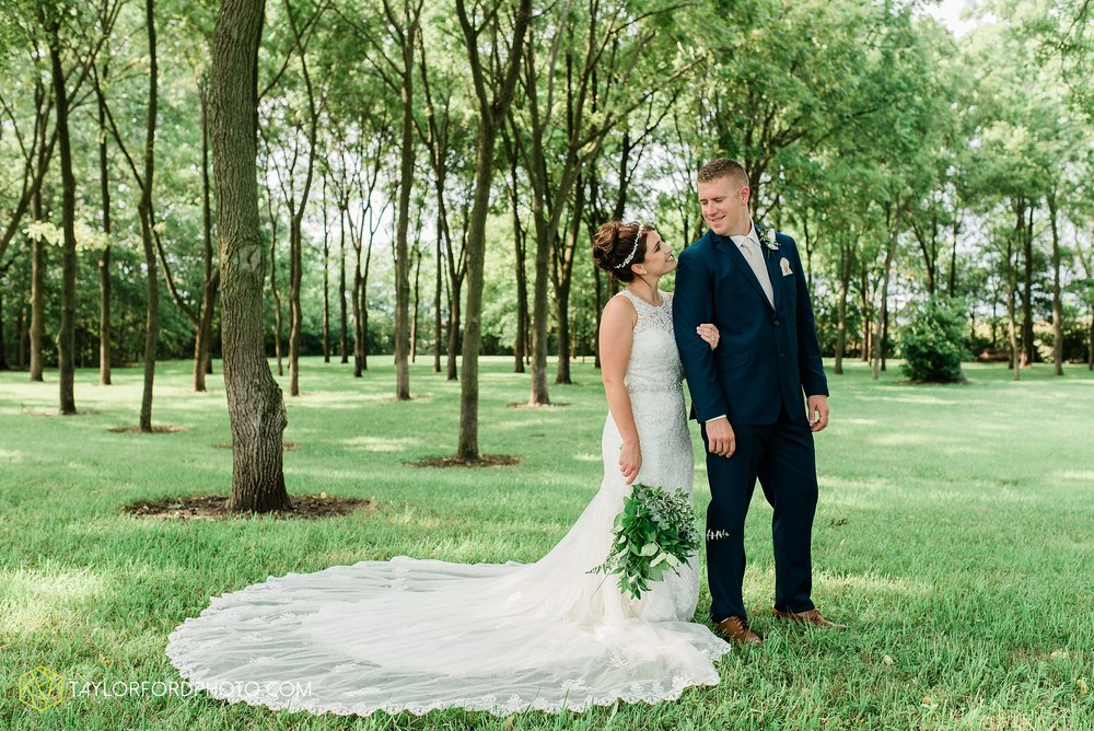 van-wert-ohio-first-united-methodist-church-county-dairy-barn-wedding-photographer-taylor-ford-photography_9856.jpg