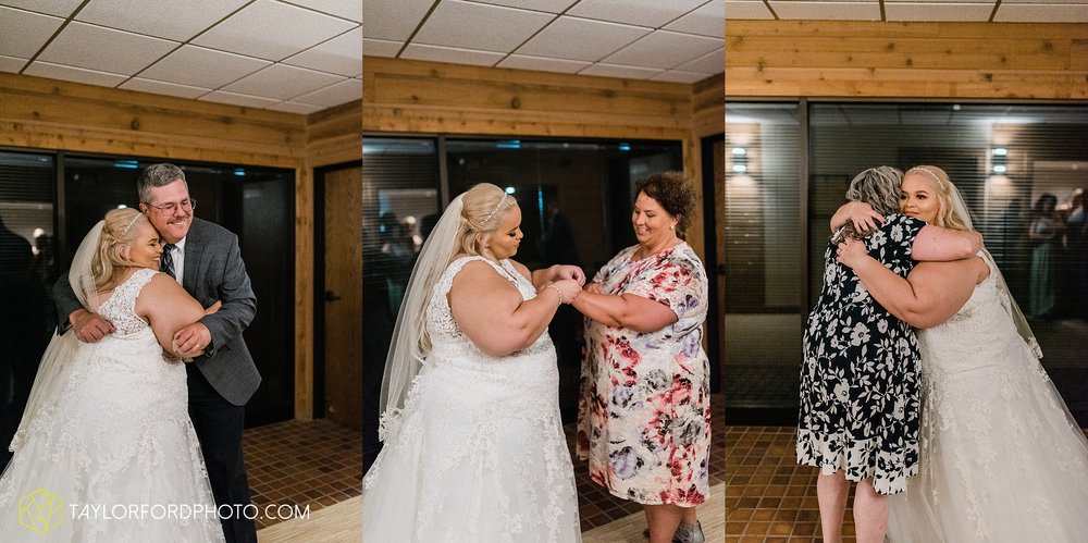 kearsten-alex-trame-watersedge-wedding-venue-rainy-day-columbus-hilliard-ohio-wedding-photographer-taylor-ford-photography_0239.jpg