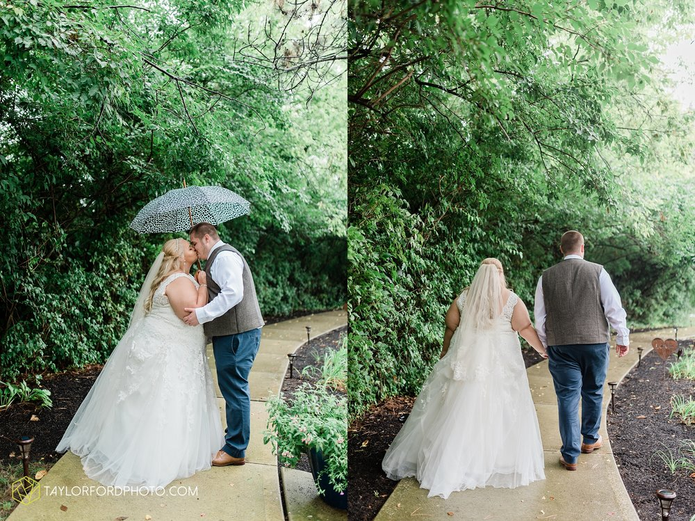 kearsten-alex-trame-watersedge-wedding-venue-rainy-day-columbus-hilliard-ohio-wedding-photographer-taylor-ford-photography_0246.jpg