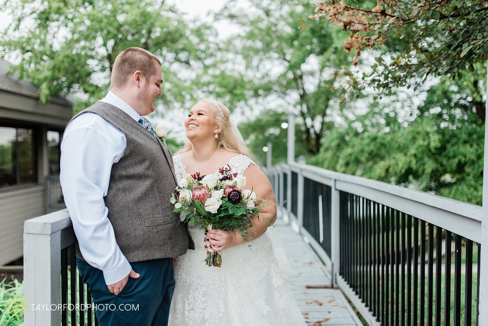 kearsten-alex-trame-watersedge-wedding-venue-rainy-day-columbus-hilliard-ohio-wedding-photographer-taylor-ford-photography_0258.jpg