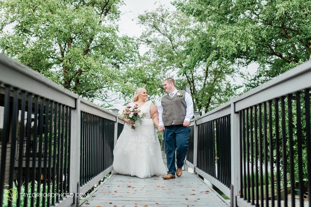 kearsten-alex-trame-watersedge-wedding-venue-rainy-day-columbus-hilliard-ohio-wedding-photographer-taylor-ford-photography_0261.jpg