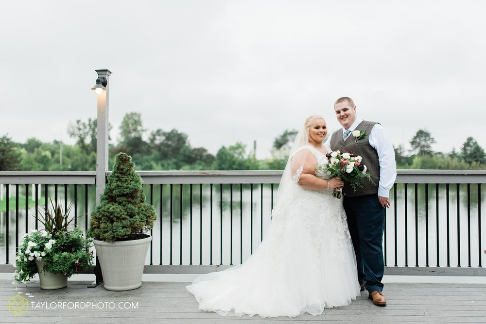 kearsten-alex-trame-watersedge-wedding-venue-rainy-day-columbus-hilliard-ohio-wedding-photographer-taylor-ford-photography_0263.jpg