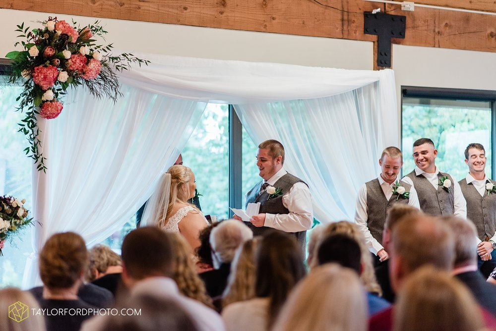 kearsten-alex-trame-watersedge-wedding-venue-rainy-day-columbus-hilliard-ohio-wedding-photographer-taylor-ford-photography_0275.jpg