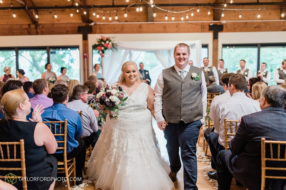 kearsten-alex-trame-watersedge-wedding-venue-rainy-day-columbus-hilliard-ohio-wedding-photographer-taylor-ford-photography_0278.jpg