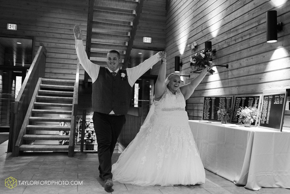 kearsten-alex-trame-watersedge-wedding-venue-rainy-day-columbus-hilliard-ohio-wedding-photographer-taylor-ford-photography_0285.jpg