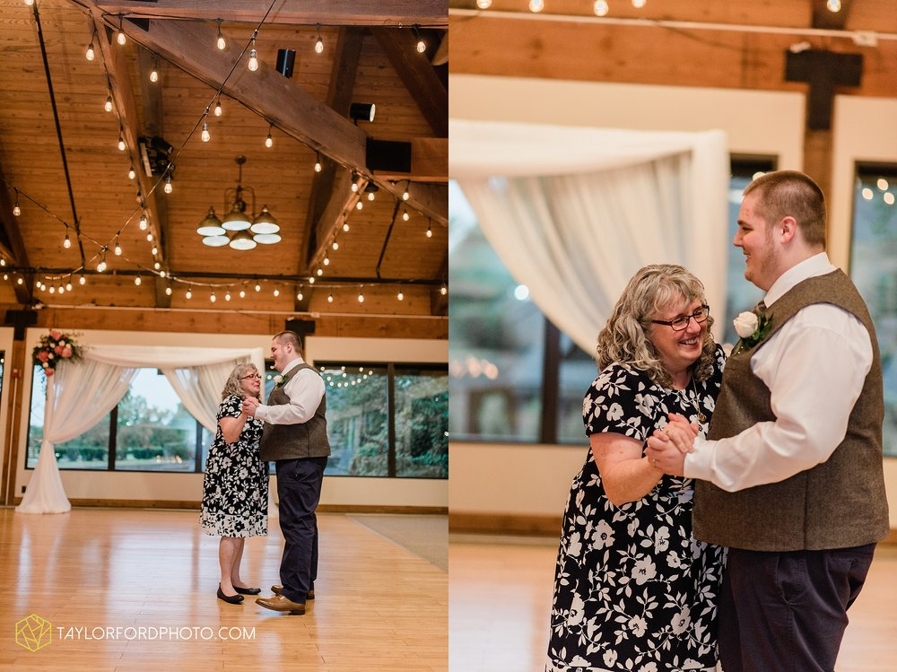 kearsten-alex-trame-watersedge-wedding-venue-rainy-day-columbus-hilliard-ohio-wedding-photographer-taylor-ford-photography_0291.jpg